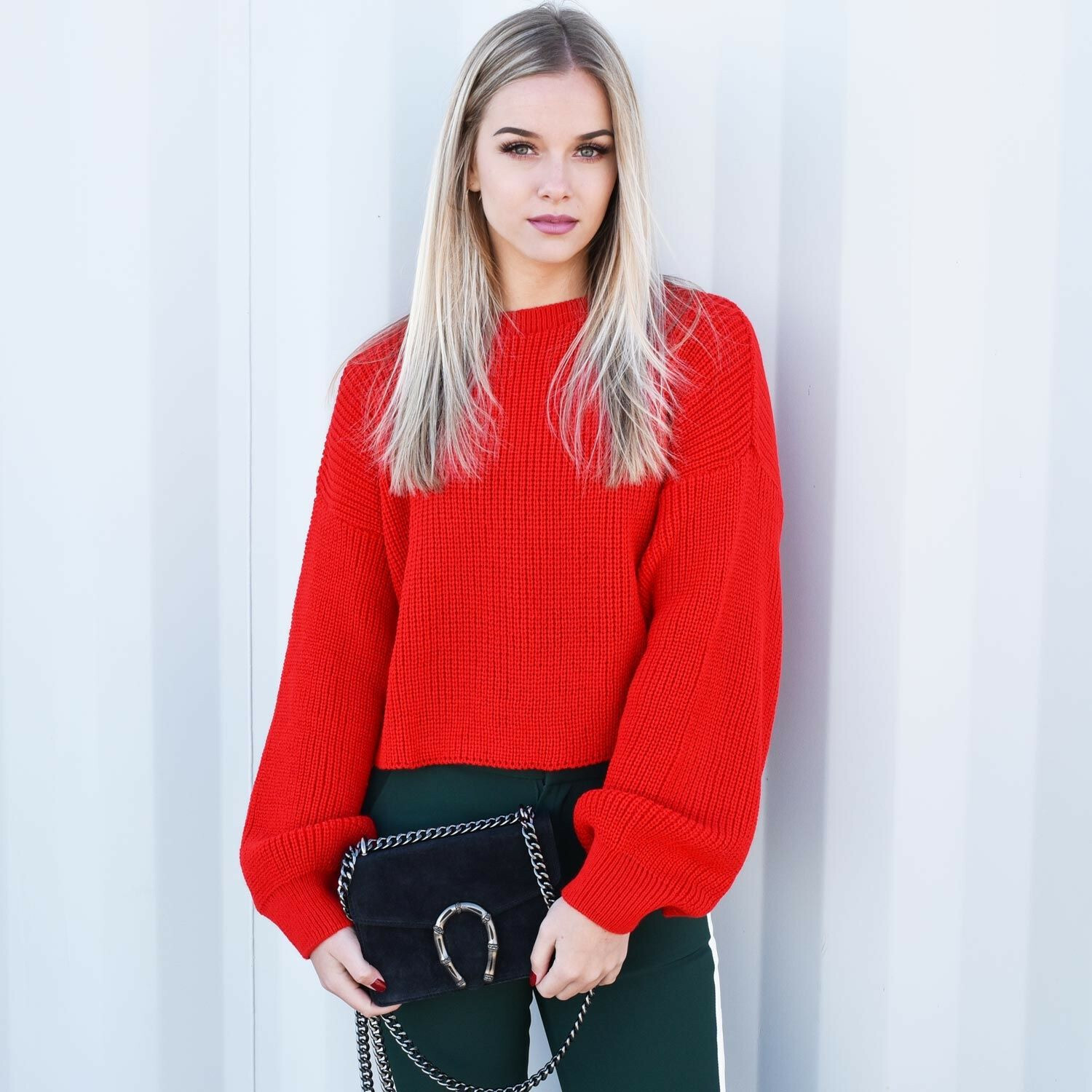 RED BALLOON SLEEVED KNIT