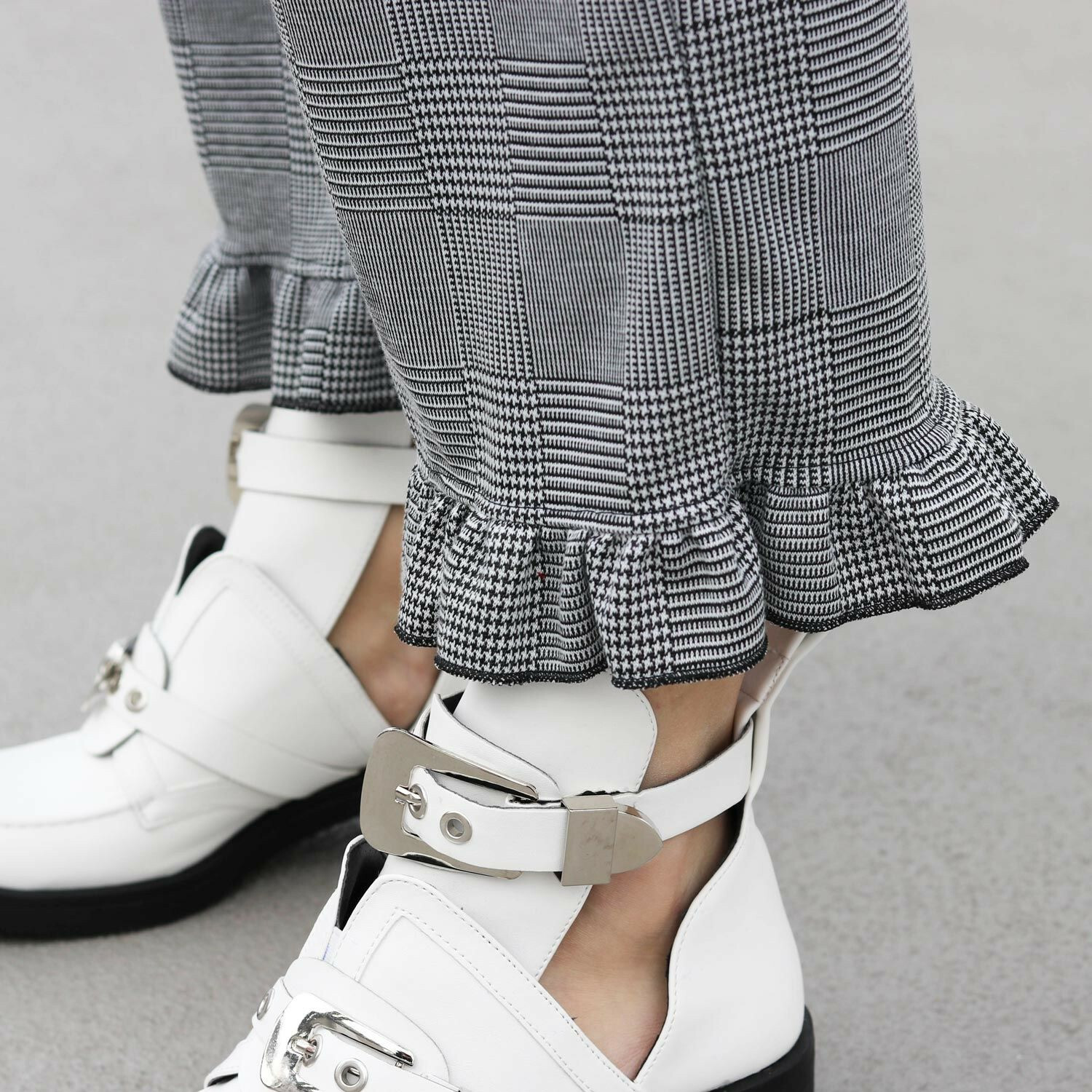 CHECKED RUFFLE TROUSERS