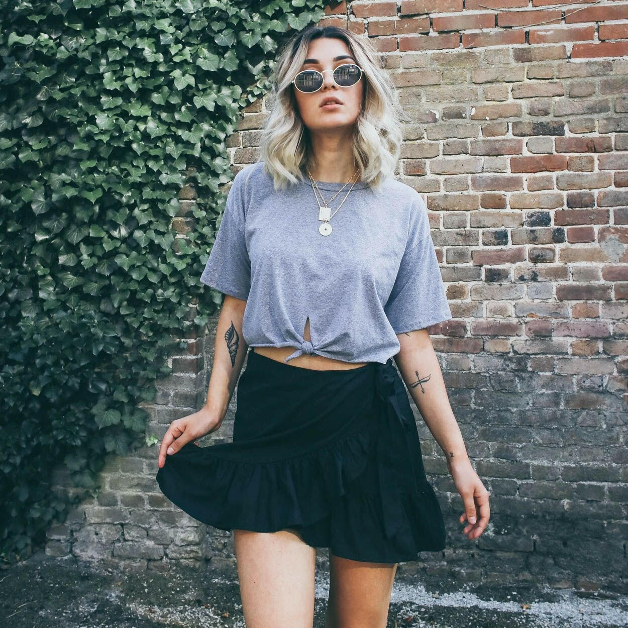 GREY HOT OR KNOT TEE