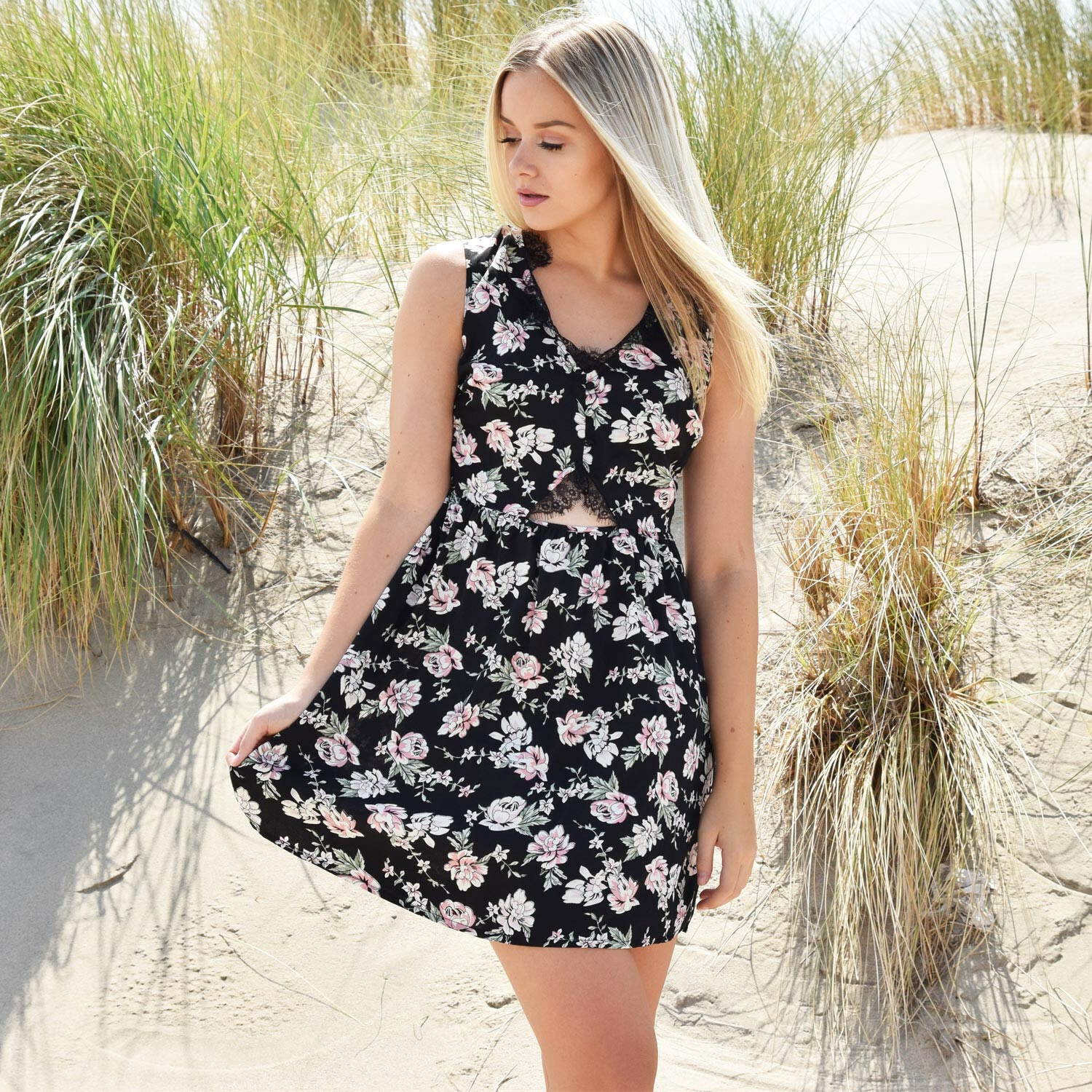 SWEET LACEY FLOWER DRESS