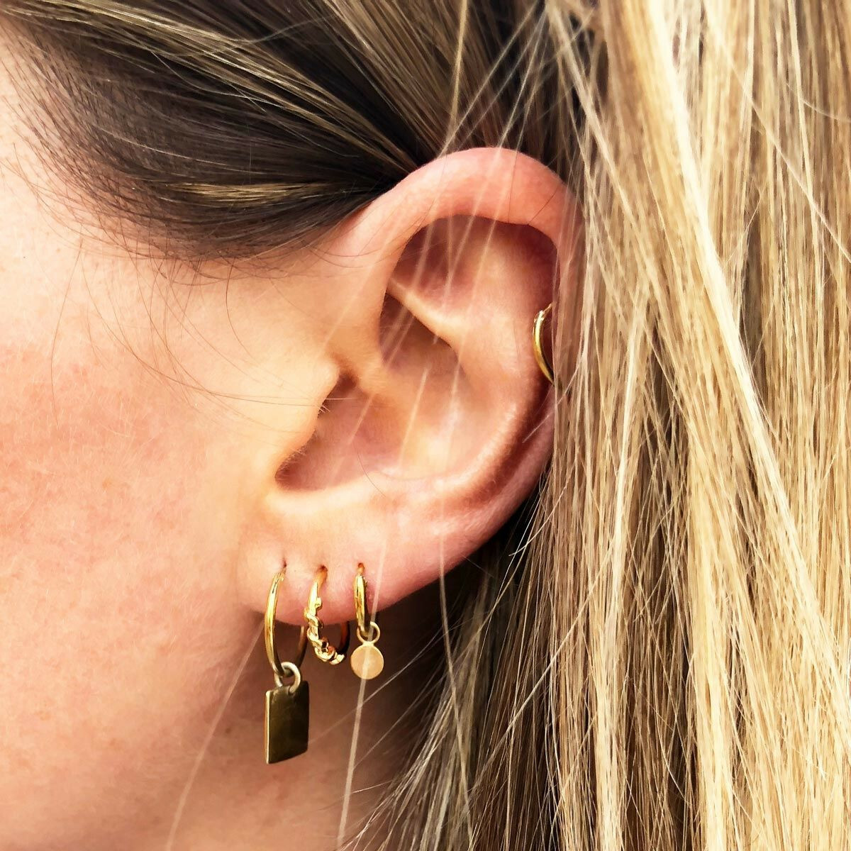 SMALL GOLD SPIRAL HOOPS