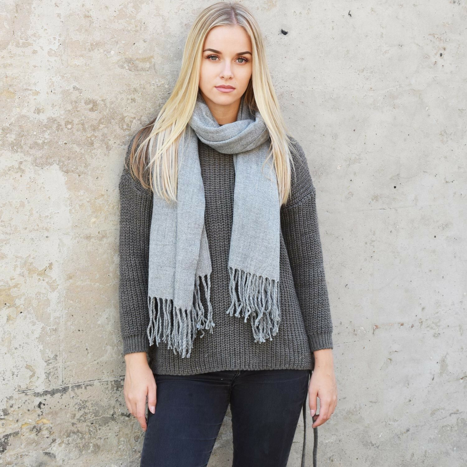 PERFECT GREY SCARF