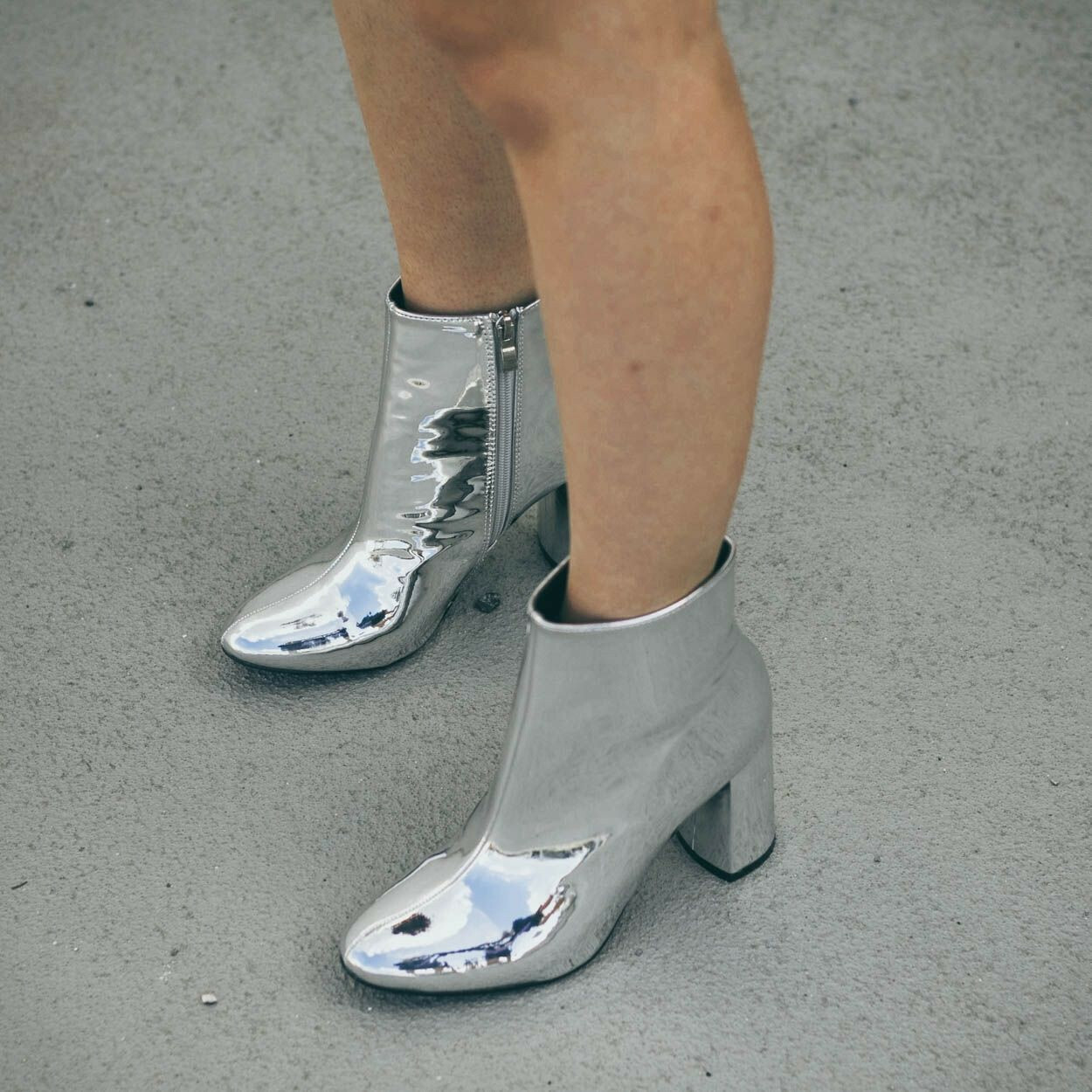 SHINY SILVER BOOTS