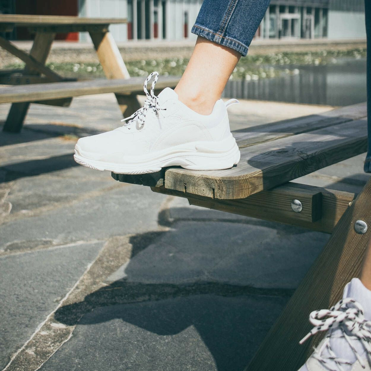 WHITE JUMP UP SNEAKERS