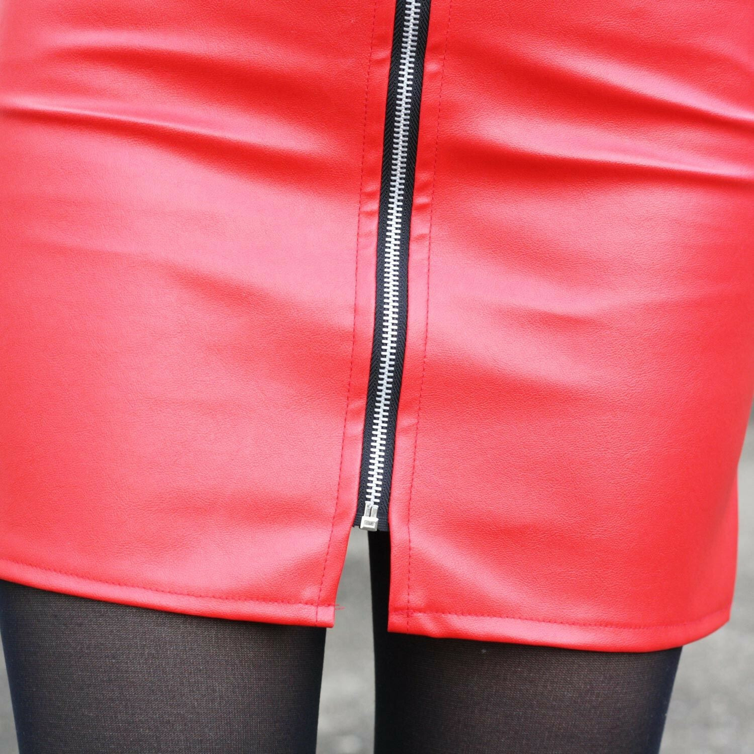 RED ZIPPED UP SKIRT