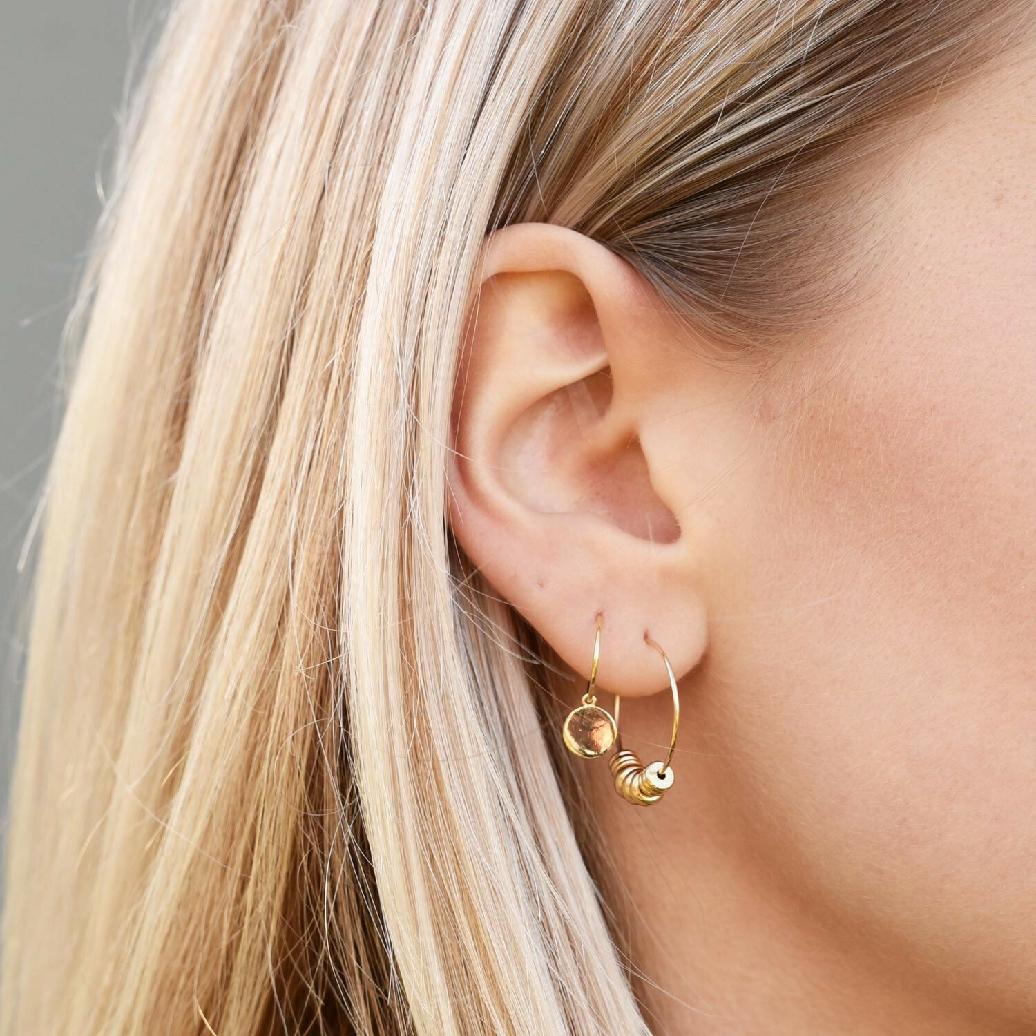 ROUNDY HOOPES EARRINGS GOLD