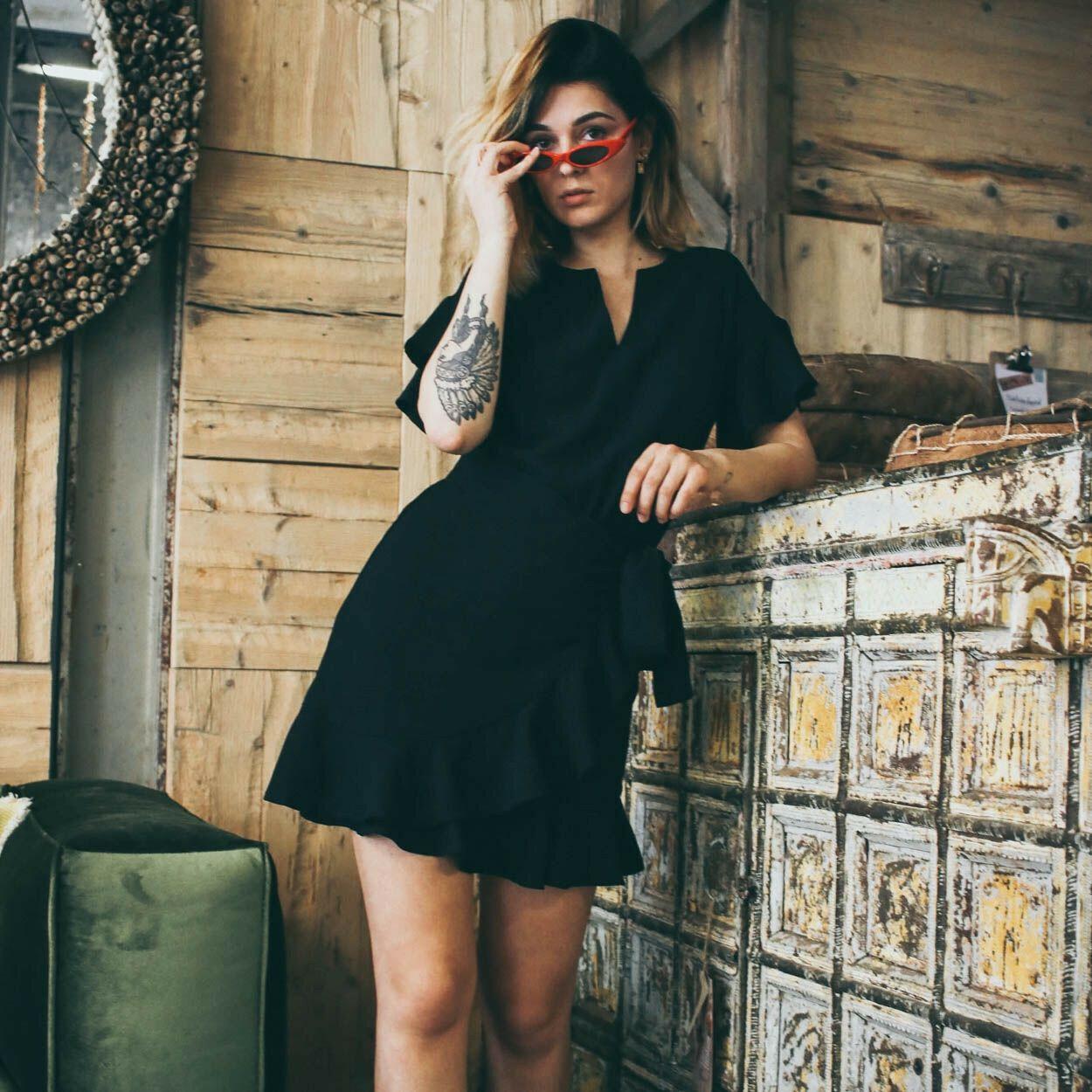 CHIC BLACK RUFFLE DRESS