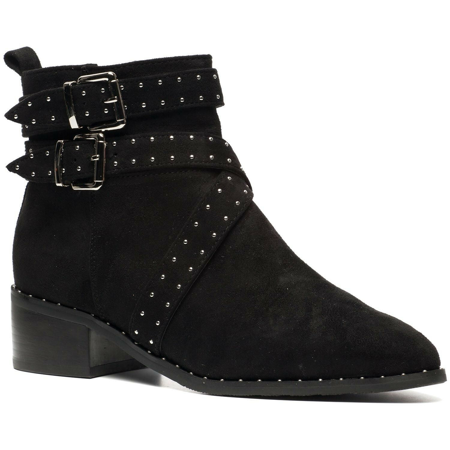 STUDS ON POINT BOOTS