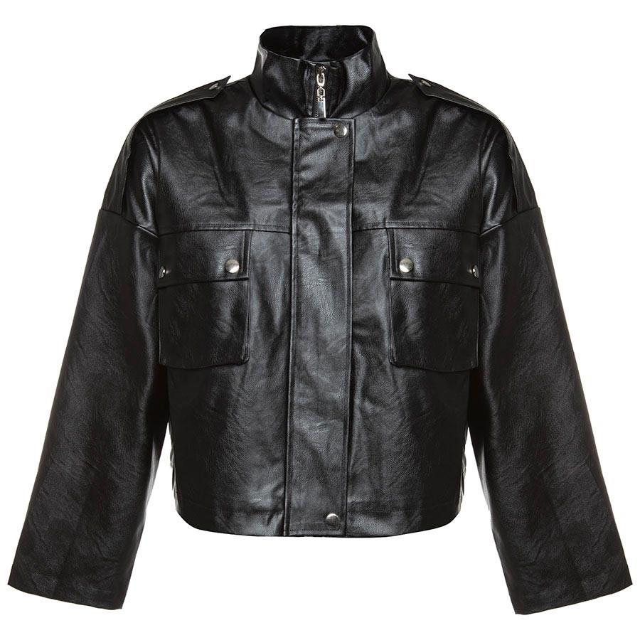 Een leren jasje is altijd goed. de baggy leather jacket heeft een oversized / boxy fit en zilveren details. ...