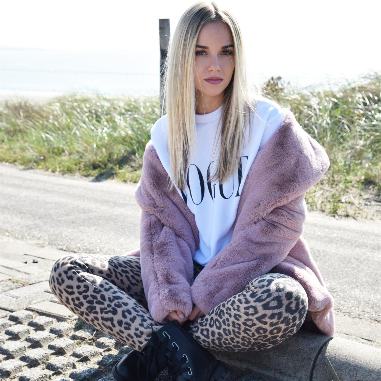 Vogue Trui Kopen.Sweater White Vogue Sweaters Comegetfashion
